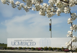 picture of UC Merced sign